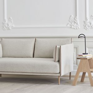 Kokią sofą kartu sukurtų italų ir danų dizaineriai?